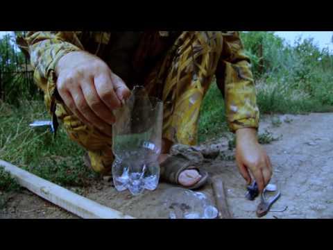 Плодосъемник своими руками из пластиковой бутылки и рейки
