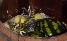 Самые вкусные рецепты, как засолить арбузы целыми в бочке на зиму