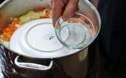 Можно ли солить и квасить капусту в нержавеющей кастрюле