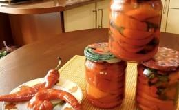Пикантные закуски своими руками: готовим маринованный горький перец на зиму с маслом