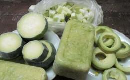 Сохраним вкус и пользу: как заморозить цукини на зиму свежими и что из них потом приготовить