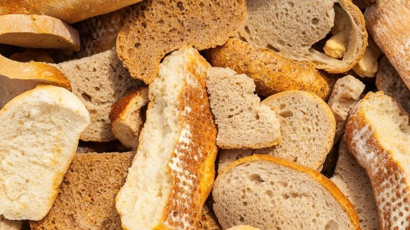 Лучшие рецепты хлебных подкормок для помидоров и способы их правильного применения для повышения урожайности