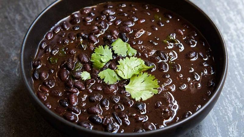 Как в кулинарии, косметологии и народной медицине применять черную фасоль: польза и вред для организма