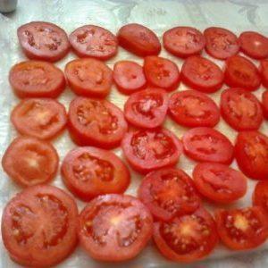 Вкус и польза томатов круглый год: как заморозить помидоры на зиму в морозилке и что из них приготовить