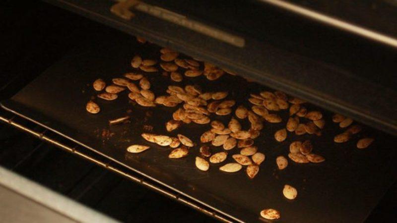Как сушить тыквенные семечки в домашних условиях: выбираем лучший способ и следуем инструкции