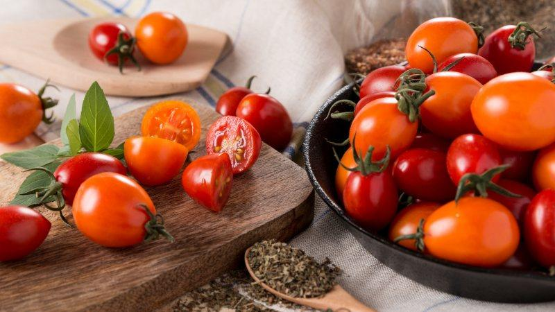 Лучшие экспресс-рецепты, как засолить помидоры в пакете быстро и вкусно: ингредиенты, инструкции и советы домохозяек