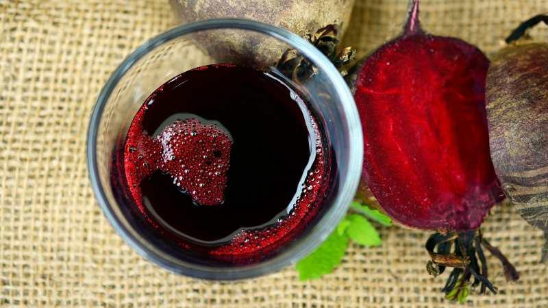 Чем полезен сок свеклы при онкологии и как его правильно приготовить и принимать