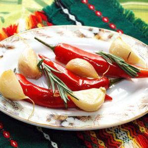 Как вкусно приготовить маринованный острый перец на зиму: лучшие рецепты от опытных домохозяек