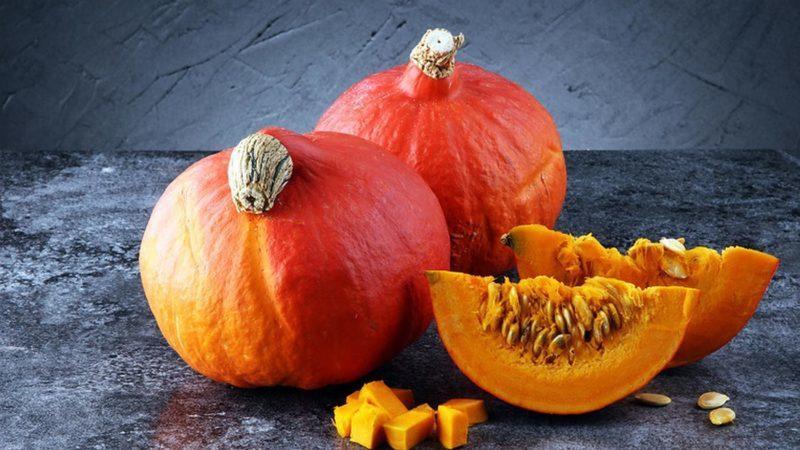 """Оранжево-красный сорт тыквы """"Хоккайдо"""" с ореховым ароматом и высоким содержанием витаминов и клетчатки"""