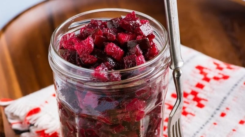 Как солить свеклу быстро и вкусно: экспресс-рецепт для гостей и способы консервации овоща на зиму