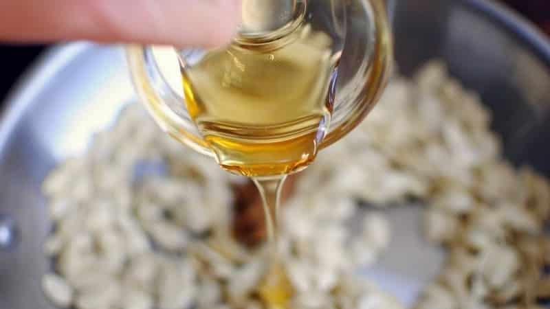 Вкусное и полезное лекарство - тыквенные семечки с медом от простатита: рецепты приготовления и правила лечения
