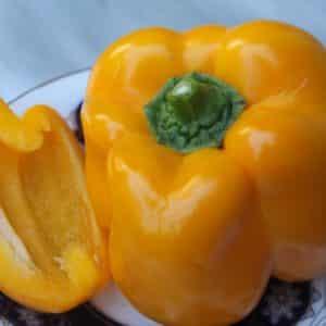 """Один из лучших видов болгарского перца - """"Золотой телец"""": обзор сорта и его особенностей"""