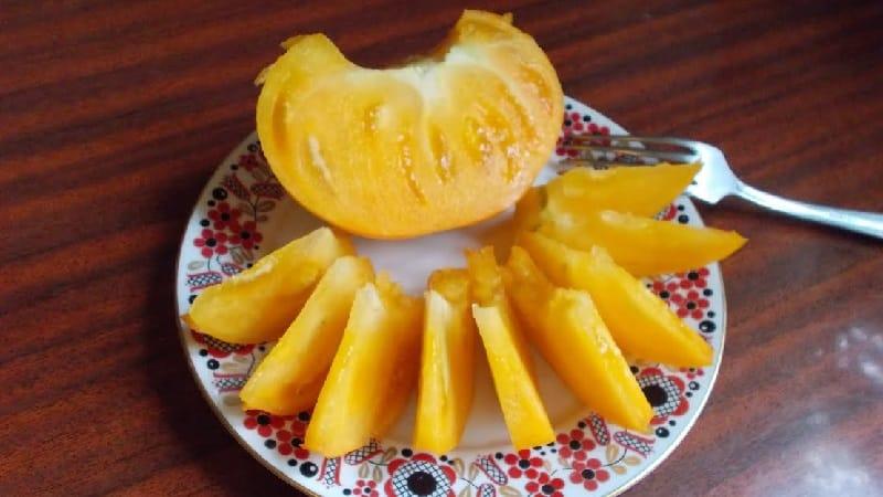 """Сорт """"Гигант лимонный"""" - томат с необычайным вкусом, ярким окрасом и невероятно крупными сочными плодами"""
