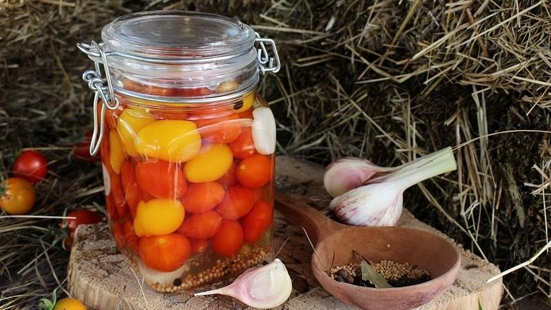 Самые вкусные рецепты засолки помидоров черри на зиму в банках: инструкции и секреты опытных хозяек