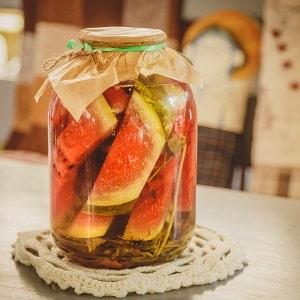 Как заготовить вкусные и полезные арбузы в собственном соку на зиму