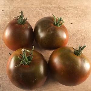 """Неприхотливый сорт с необычным цветом и неповторимым вкусом - томат """"Черный принц"""" и особенности его выращивания"""