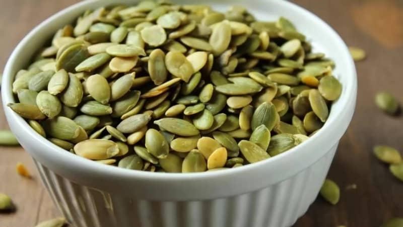 Чем полезны тыквенные семечки и как их правильно употреблять