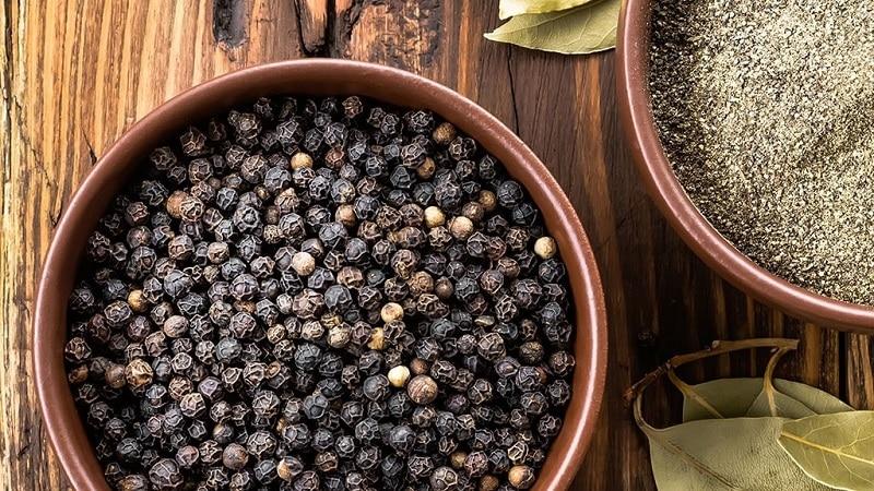 Польза и вред черного перца, а также способы его применения в кулинарии, косметологии и народной медицине