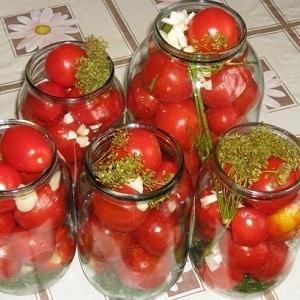 Как приготовить очень вкусные консервированные помидоры на зиму в литровых банках: подборка лучших рецептов
