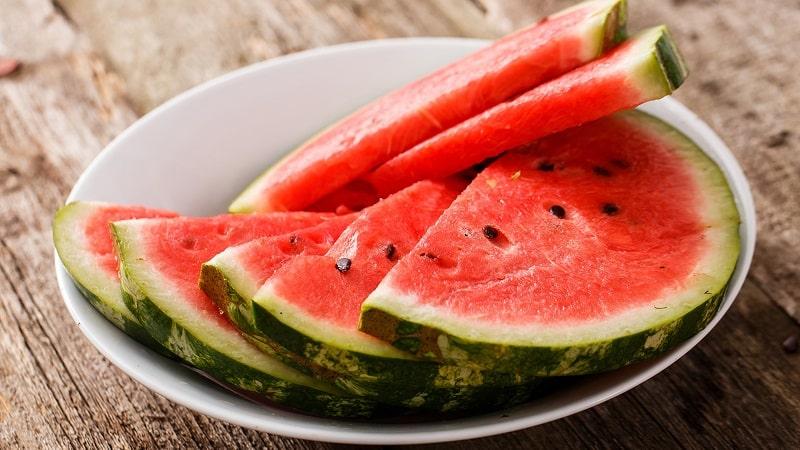 Можно ли есть арбуз при язве желудка и двенадцатиперстной кишки: польза и возможный вред ягоды