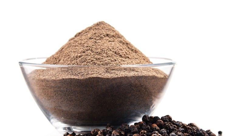 Польза и вред черного молотого перца для здоровья, правила и способы его применения