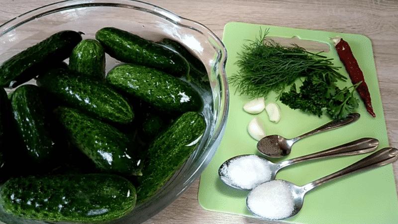 Как приготовить малосольные огурцы в пакете быстро и вкусно