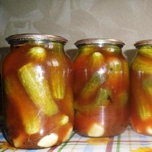 Как вкусно приготовить маринованные огурцы на зиму в томатном соке: лучшие рецепты