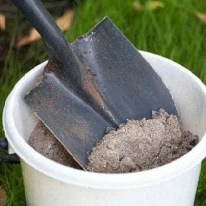 Как подкормить огурцы золой в открытом грунте и теплице, и что это даст будущему урожаю