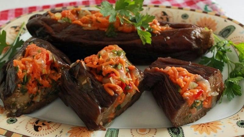Как правильно готовить квашеные баклажаны, фаршированные морковью и чесноком