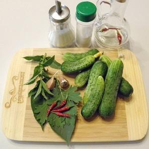 Лучшие рецепты хрустящих маринованных огурцов с острым перцем на зиму