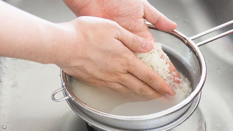 Чем полезен рисовый отвар, как его правильно приготовить и для каких целей применять