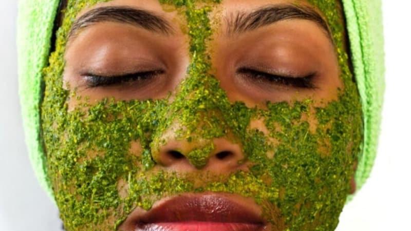Лучшее средства для кожи лица: домашние маски из петрушки
