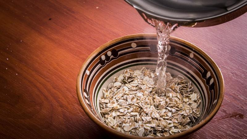 Чем полезна овсяная вода, как её приготовить и пить правильно