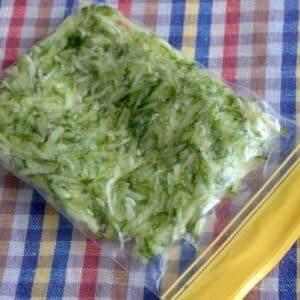 Как заморозить свежие огурцы в морозилке на зиму: пошаговая инструкция от подготовки овощей до их разморозки