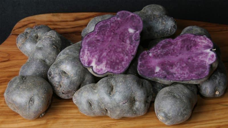 """Удивительный сорт картофеля """"Виталот"""" с фиолетовой кожицей и мякотью"""