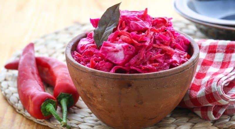Лучшие рецепты квашеной капусты с хреном и свеклой