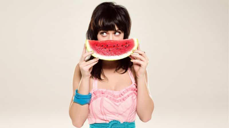 Верный друг женщины - арбуз: чем он полезен для организма
