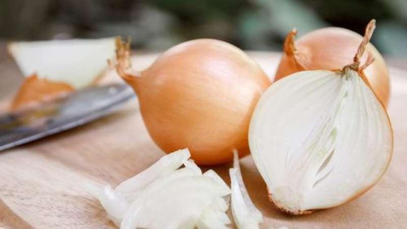 Простые и эффективные народные способы лечения луком при различных заболеваниях