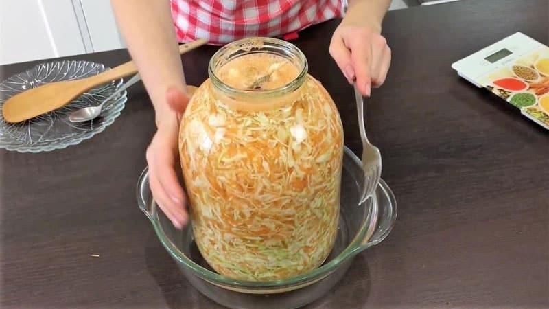 Подборка лучших рецептов квашеной капусты в собственном соку