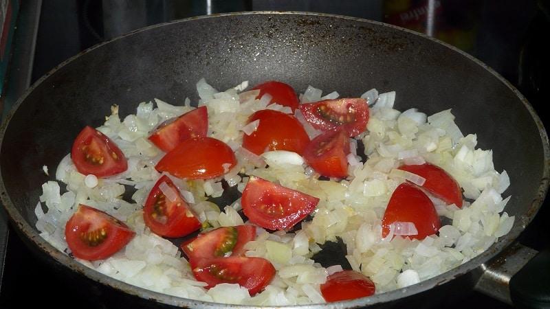 Полезные свойства тушеного лука для организма и самые вкусные рецепты