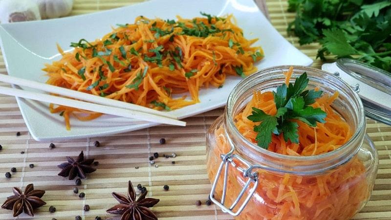 Как правильно и сколько по времени хранить корейскую морковь в холодильнике