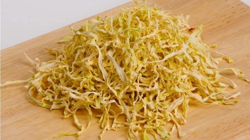 Как заготовить сушеную капусту и куда применять такую заготовку