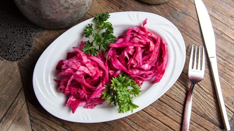 Лучшие рецепты квашеной капусты со свеклой от разных народов мира