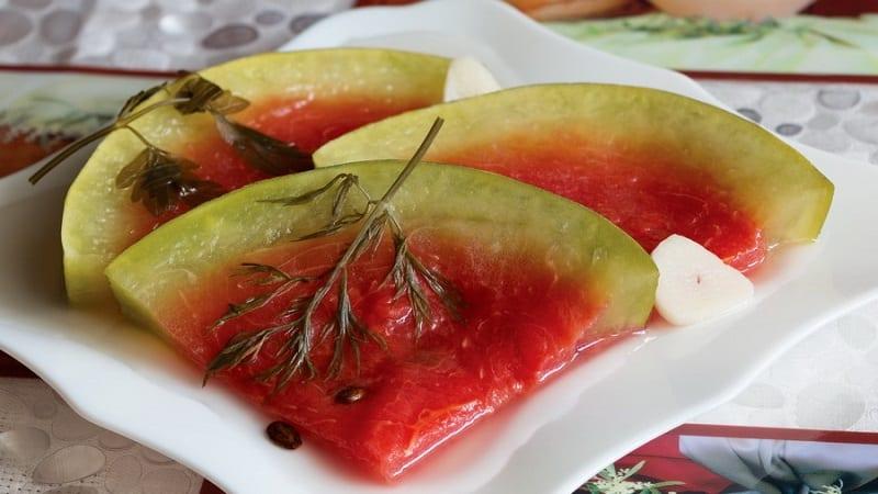Как сделать маринованный арбуз быстрого приготовления разными способами