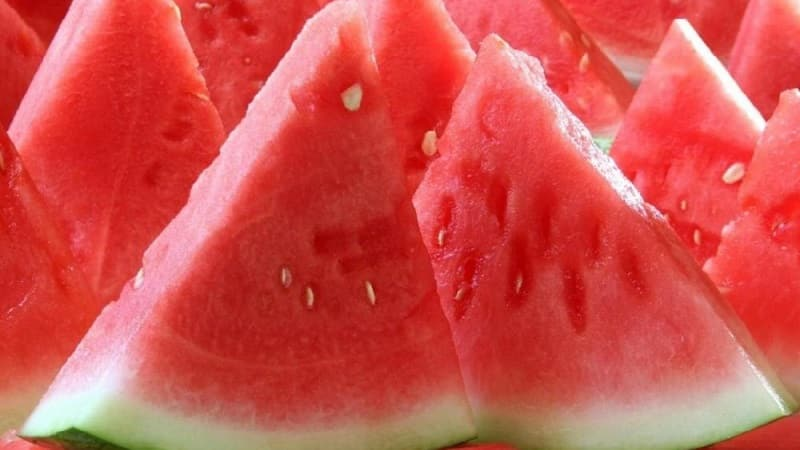 Можно ли есть розовый арбуз и почему он такой