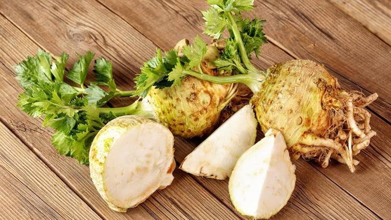 Полезные свойства лечебной смеси на основе меда, лимона и корня сельдерея