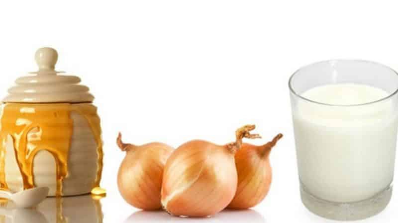 Помогает ли молоко с луком от кашля и как его правильно применять