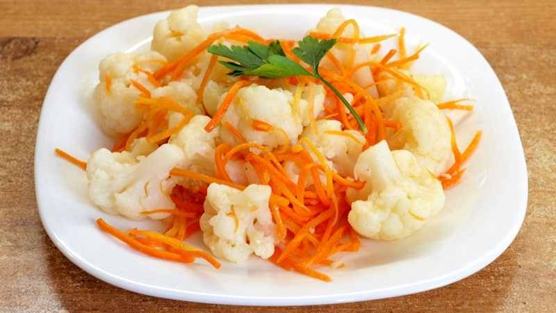 Как заготовить цветную капусту по-корейски на зиму: классический рецепт и его вариации
