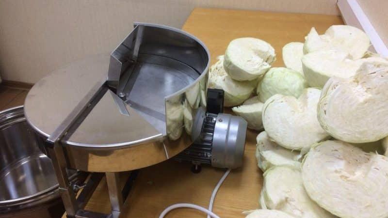Инструкция, как правильно солить капусту на зиму в кастрюле с добавлением разных ингредиентов