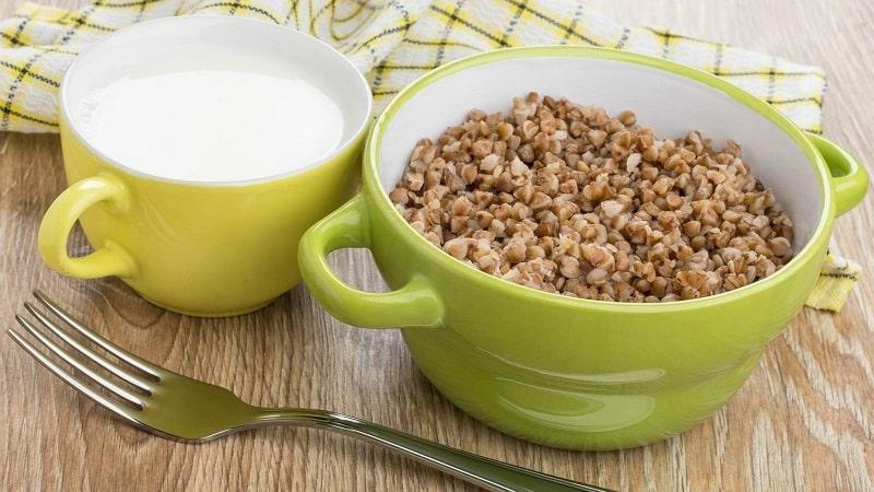 Чем полезно употребление по утрам сырой гречки с кефиром натощак